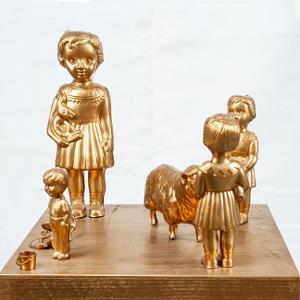 Kinderspielplatz mit Schaf